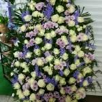 Венок из живых цветов_18