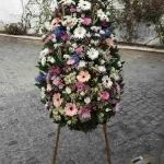 Венок из живых цветов_33