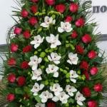 Венок из живых цветов_14