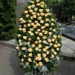 Венок из живых цветов_30