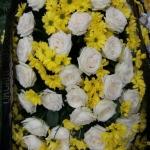 Венок из живых цветов_36